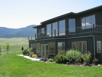 Livingston house rental - Huge bay windows offer unobstructed views of the mountains.