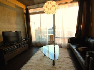Toronto condo photo - Sunny west-facing floor to ceiling windows
