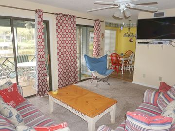 Kiawah Island villa rental - Bright family room with lagoon view off the screen porch