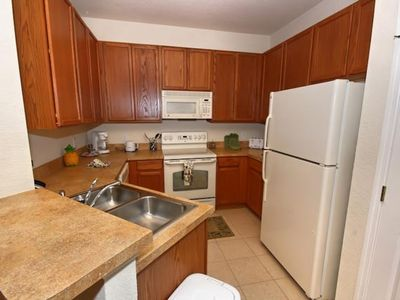 Trafalgar Village townhome rental - Kitchen