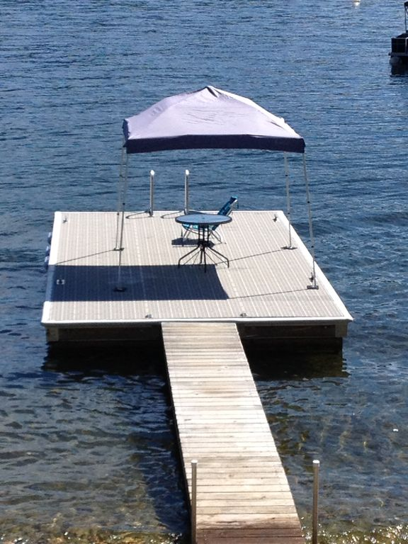 Dream Vacation On The Lake, Family Friendly. Right on the beach.