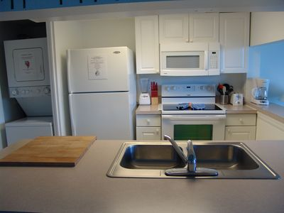 Island Club West townhome rental - Fully equipped kitchen