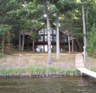 Stunning 4+BR/3BA lake home, level elevation, south facing, great swimming, WiFi