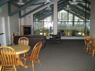 Common area with TV, fireplace, internet, striking views of Lake Dillon