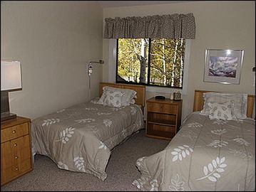 4th bedroom with twin beds and shared bath