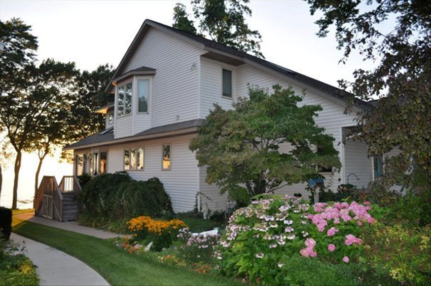 Lake michigan legacy home at historic vrbo for 10 bedroom vacation rentals in michigan