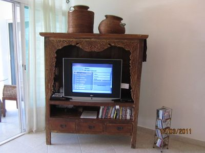 Movies and CDs collection, cable TV, music chanels, table-games, books.