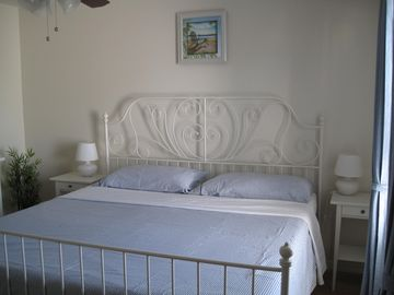 Second bedroom with kingsize bed