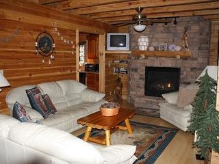 Gatlinburg chalet photo - Living room with leather.