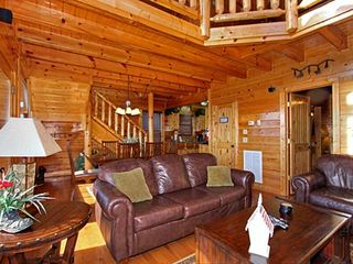 Pigeon Forge cabin photo - Comfy Leather sofa