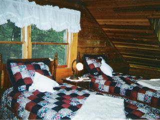 Maggie Valley cabin photo - Bonnie's room with twin beds