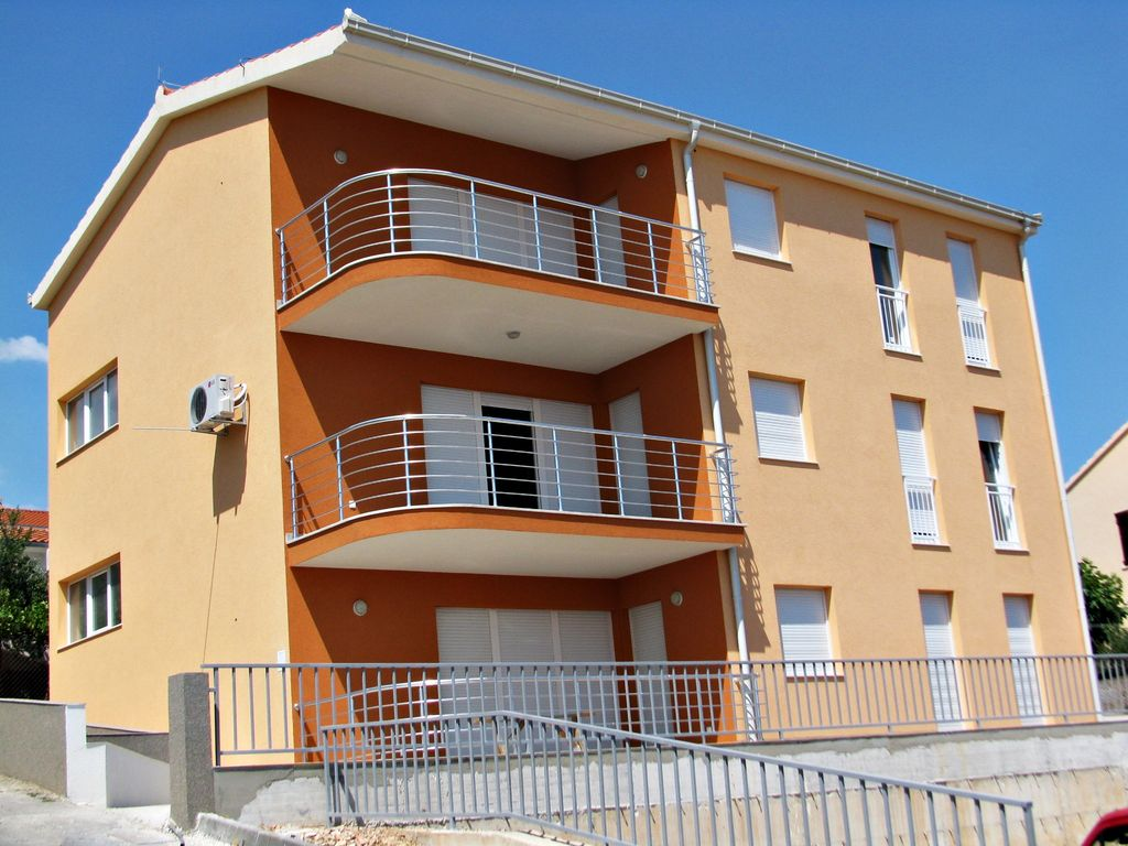 Beautiful apartment with balcony and sea view vrbo for Beautiful apartment balconies