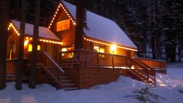 Tahoe City cabin rental - Front view in Winter