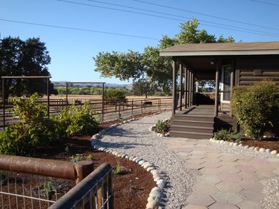 Paso Robles cabin rental - Path to the front door
