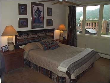 3rd Room w/ Queen Bed/TV