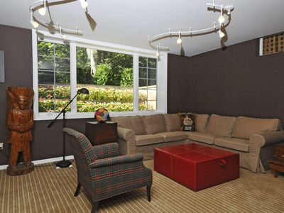 Bridgehampton house rental - billards room seating