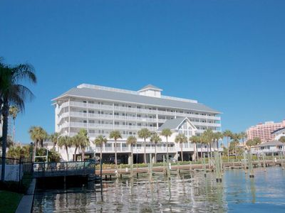 Pet friendly waterfront condo with boat slip, gourmet kitchen, W/D, cable, free Wi-Fi – 605 Dockside