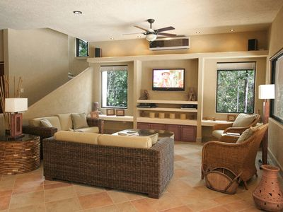 Akumal villa rental - Sink into the comfortable wicker couches and enjoy HBO/Max on the 42 inch TV