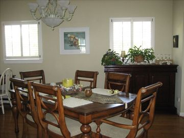 Dining Room, seats 6-8