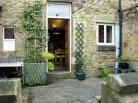 COSY NOOK, character holiday cottage in Alnwick, Ref 1522