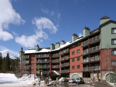 Winter Exterior of Sawmill Creek Condos with the Four O'clock Ski Run