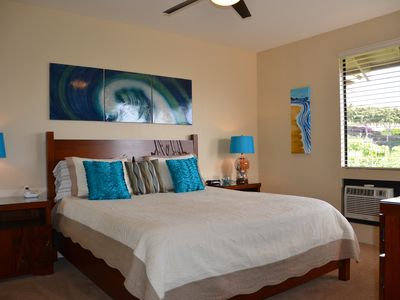 Wailea condo rental - The Wave room has a king bed and stunning ocean view to wake up to.
