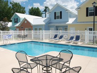 Guest Cottages townhome photo - 20 steps to approach community pool
