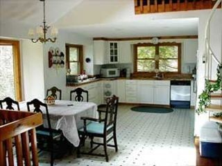 Friendship house photo - Bright and spacious kitchen with full amenities