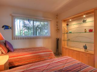 Maalaea condo photo - Second bedroom with twin beds; can be made into a king