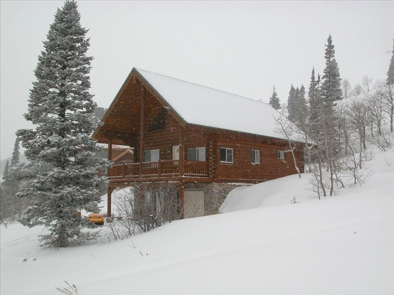 Ski in ski out log cabin at powder mountain vrbo for Ski cottage