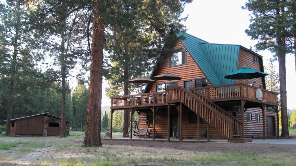 3 story log sided cabin w beautiful wooden sundeck for Three story log cabin