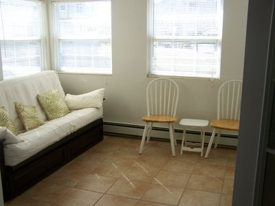 Sun Porch with futon (sleeps 2). Sun room beautiful room to relax and read it.