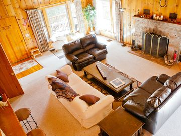 Idyllwild lodge rental - Plenty of seating in the Great room surrounded by picture windows