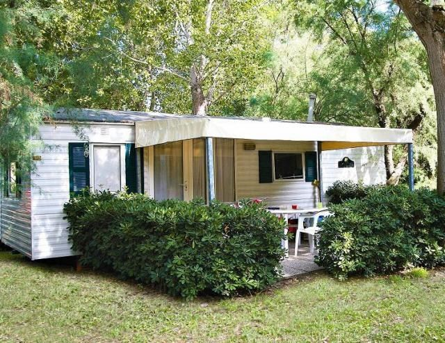 mobilehome roofed terrace