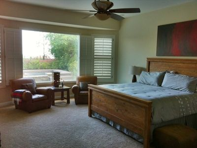 Master bedroom suite w/sitting area