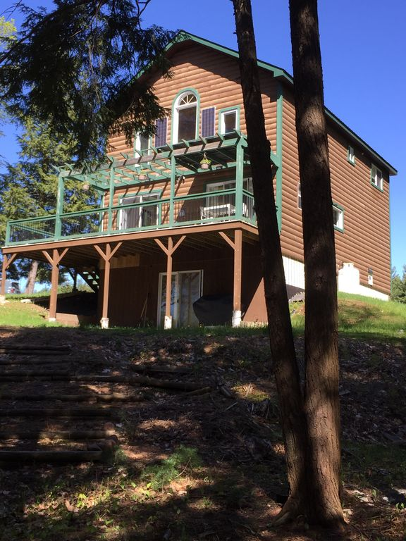 """Newly built, """"Green maintained"""", 2-story Cabin on the Independence River."""