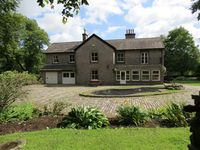 The Gables holiday accommodation - sleeps 17 - pet friendly