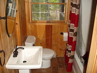 Big Bay cabin photo - Modern Bathroom