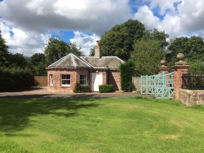 THE GATE HOUSE, Berwick-upon-Tweed. Period property sleeping 4, dogs welcome.