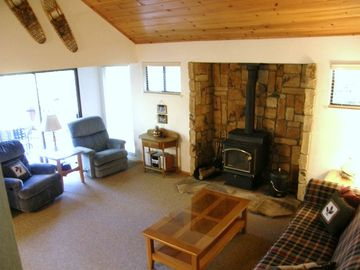 Arnold cabin rental - Welcome to the Ridgeview Home - This is the perfect, comfortable living room for gathering together and discussing the day's adventures.