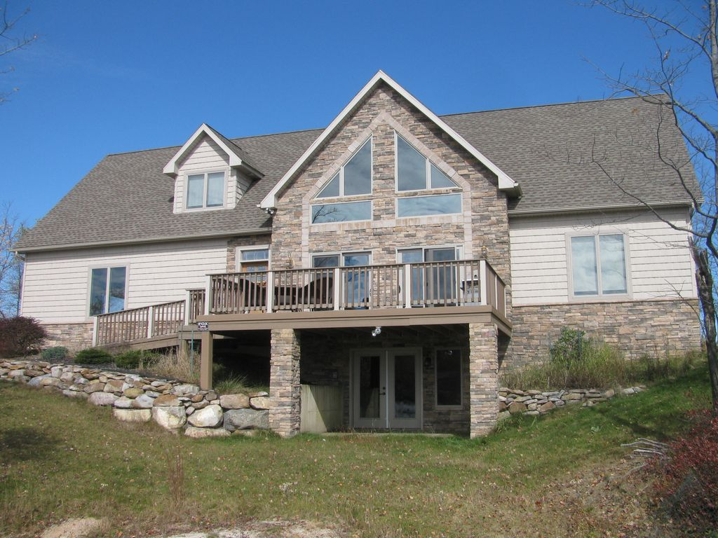 Lakefront emerald lakes mt pocono minutes vrbo for Long pond pa cabin rentals