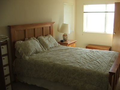 Upstairs Bedroom-Queen Bed