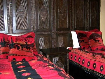 Bedroom w two double beds that can be made into a king bed