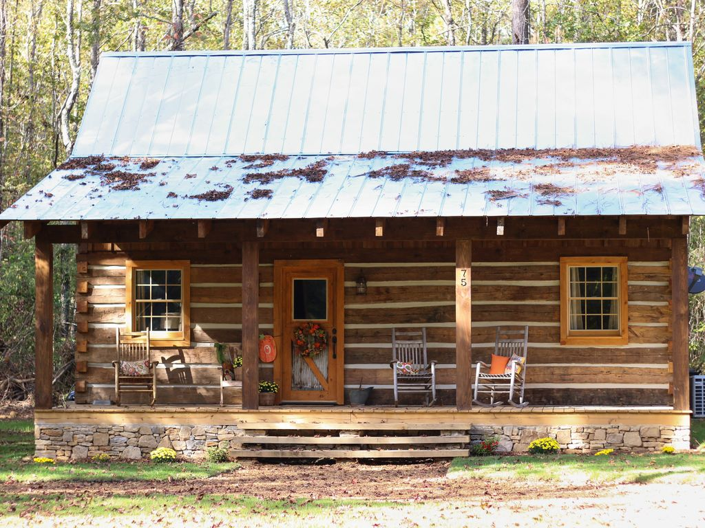 Log cabin located in corinth ms located vrbo for Hewn log cabin kits