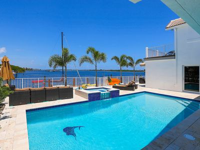 Intercostal Paradise 5 bed,5 bath with heated Pool and Jacuzzi
