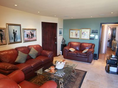 Comfortable front room to relax after a day at the beach or downtown!