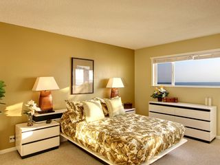 Kailua Kona condo photo - The Cozy and Comfortable Master Bedroom with plenty of storage space