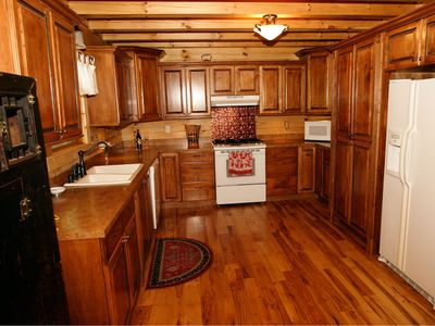 Large fully equipped kitchen for the foodie in your group.