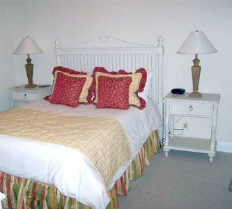 GREAT GUEST BEDROOM - QUEEN BED - TV - DVD