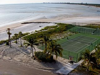 Bonita Springs condo photo - Beach Front Tennis Courts